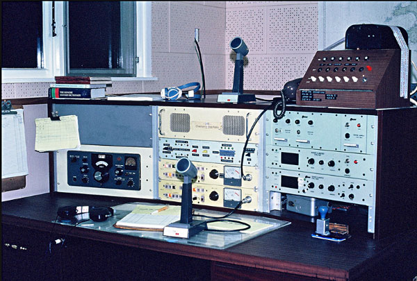 The 2182 kHz radio telephone desk at ZLC Chatham Islands Radio, c1982