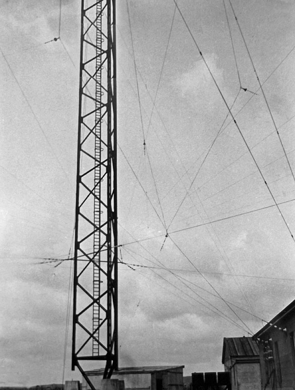 The original 394' tower at Awarua Radio, erected 1913 and demolished 1938