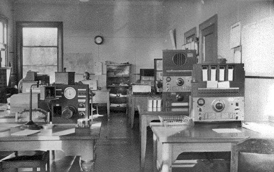 Awarua Radio ZLB receiving station. Date unknown.