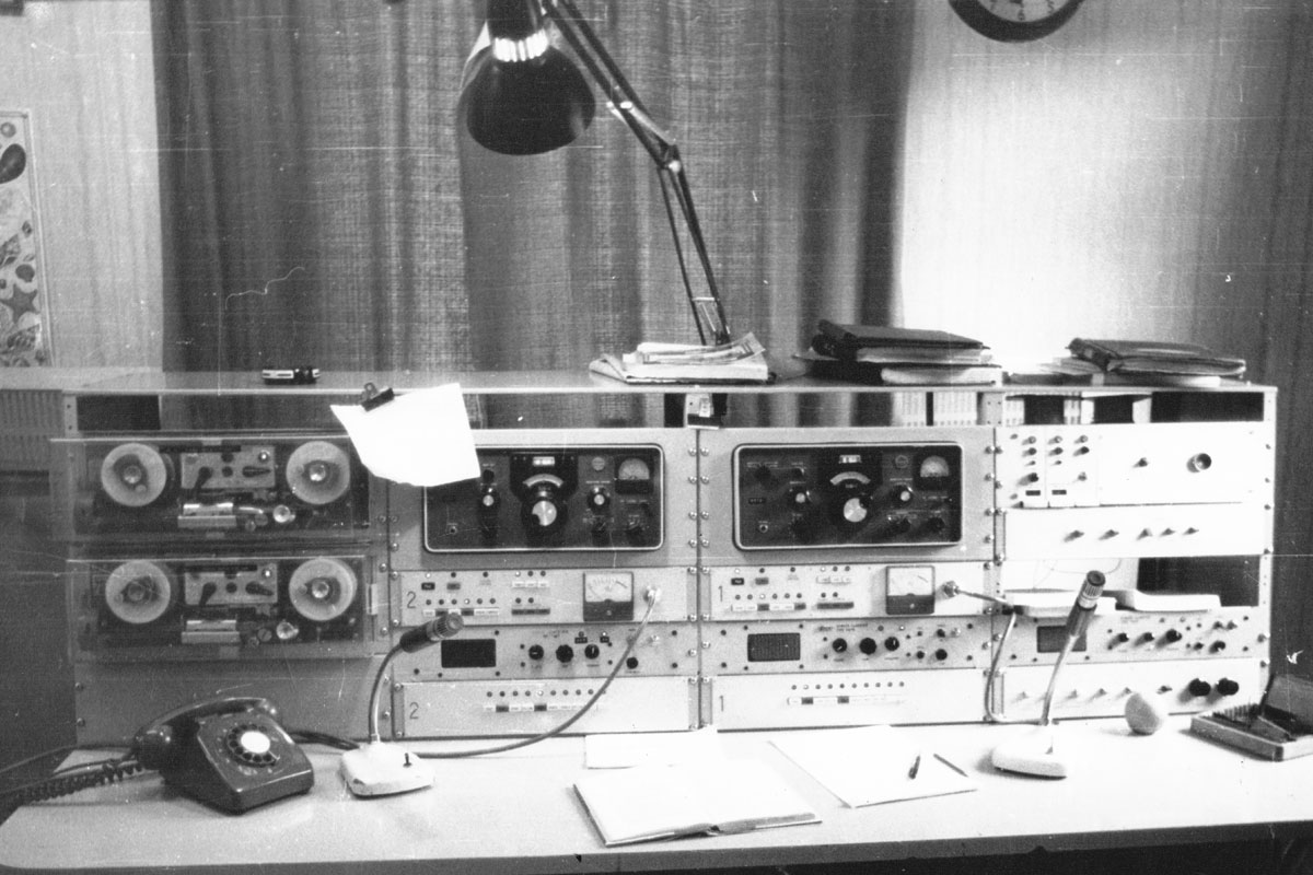 Small ships desk at Awarua Radio ZLB. At left, 2 Soundscriber 24-hour tape recorders; centre (2 bays): 2 Collins 51S-1 HF receivers (top), JRC transmitter remote controls, Codan 6081S receivers, transmitter selector panels; at right top AWA auto alarm).