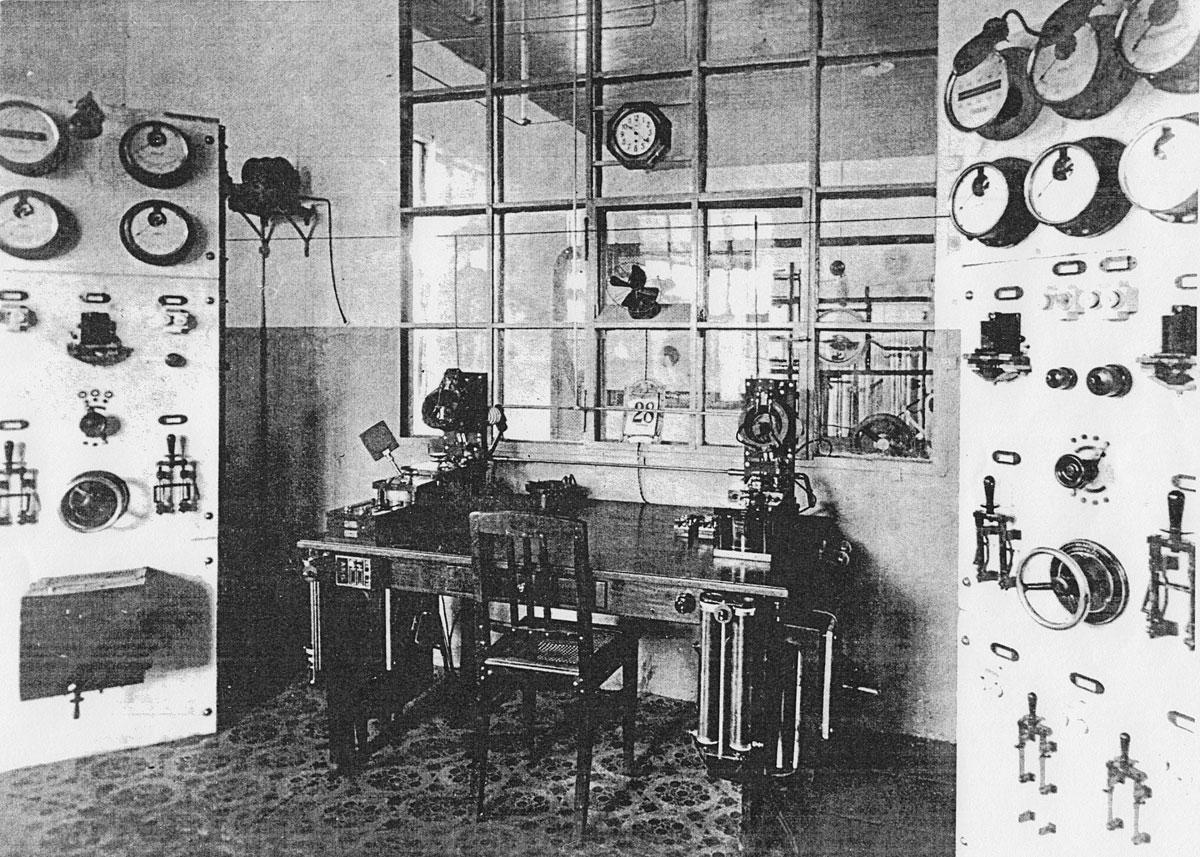 The operating desk at Apia Wireless Station, about the time it was seized by New Zealand