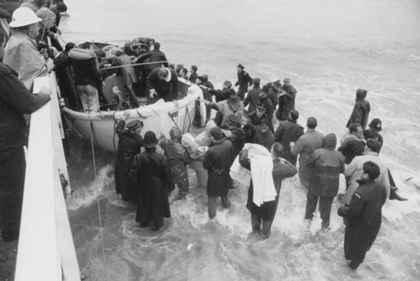 Wahine survivors coming ashore at Seatoun