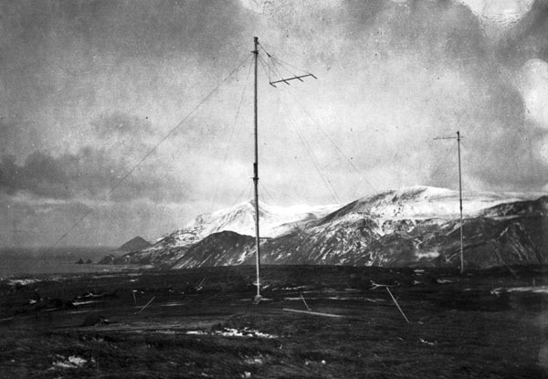 The AAE radio aerial on Wireless Hill in 1912