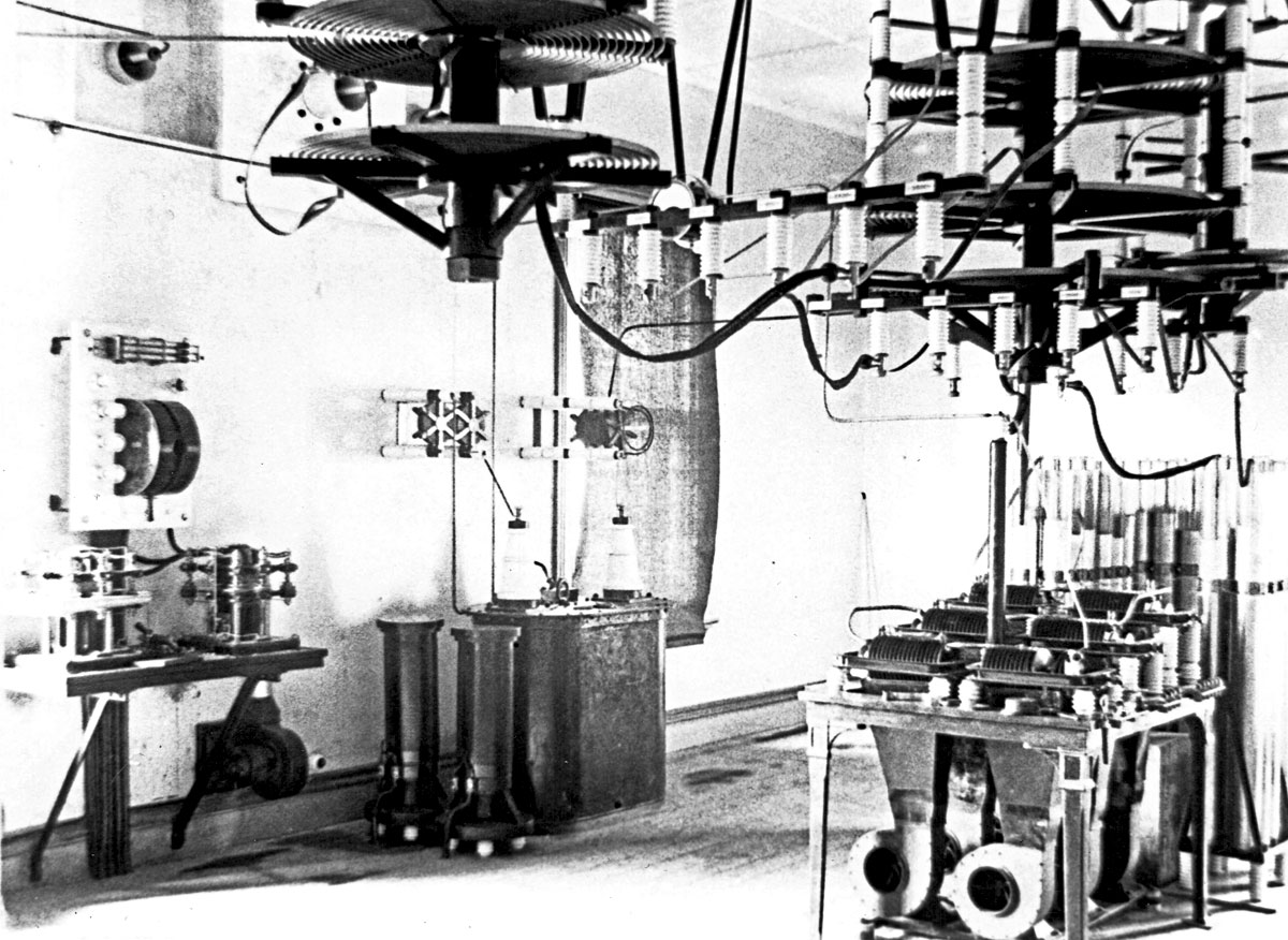 The HT (transmitter) room at Awanui. At the left are the keying
