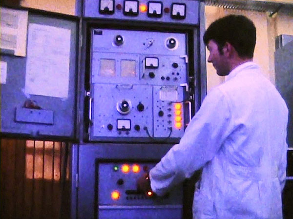 Senior Technician Chris Underwood in charge at Wellington Radio ZLW in 1970 with a Navy Redifon transmitter