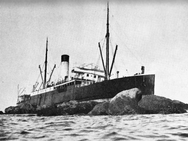 SS Manaia aground on Slipper Island