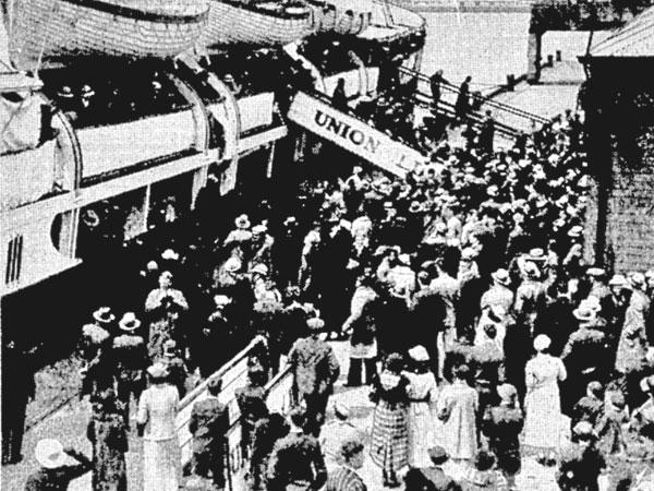 Excursion passengers disembark Tamahine