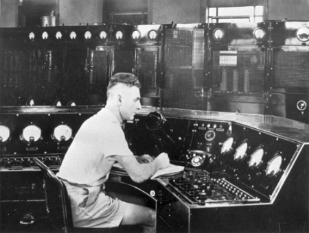 Operating console at Radio 2YA in Wellington, c1945