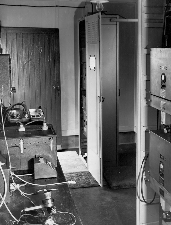 Inside VHF Hut, Wellington Radio c.1947