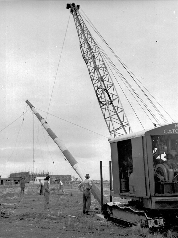 Erecting a 70ft pole at Himatangi
