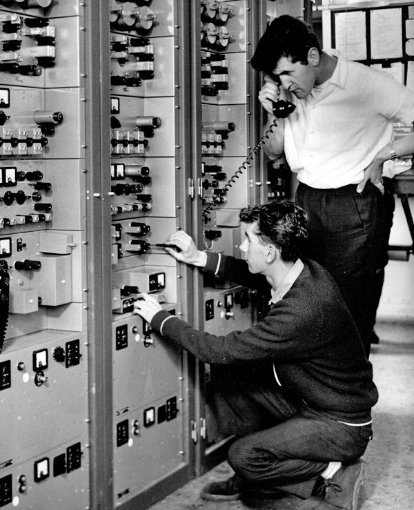 Richard Dingle (kneeling) and Dave Allan with 48-channel system at Mt Albert, Wellington