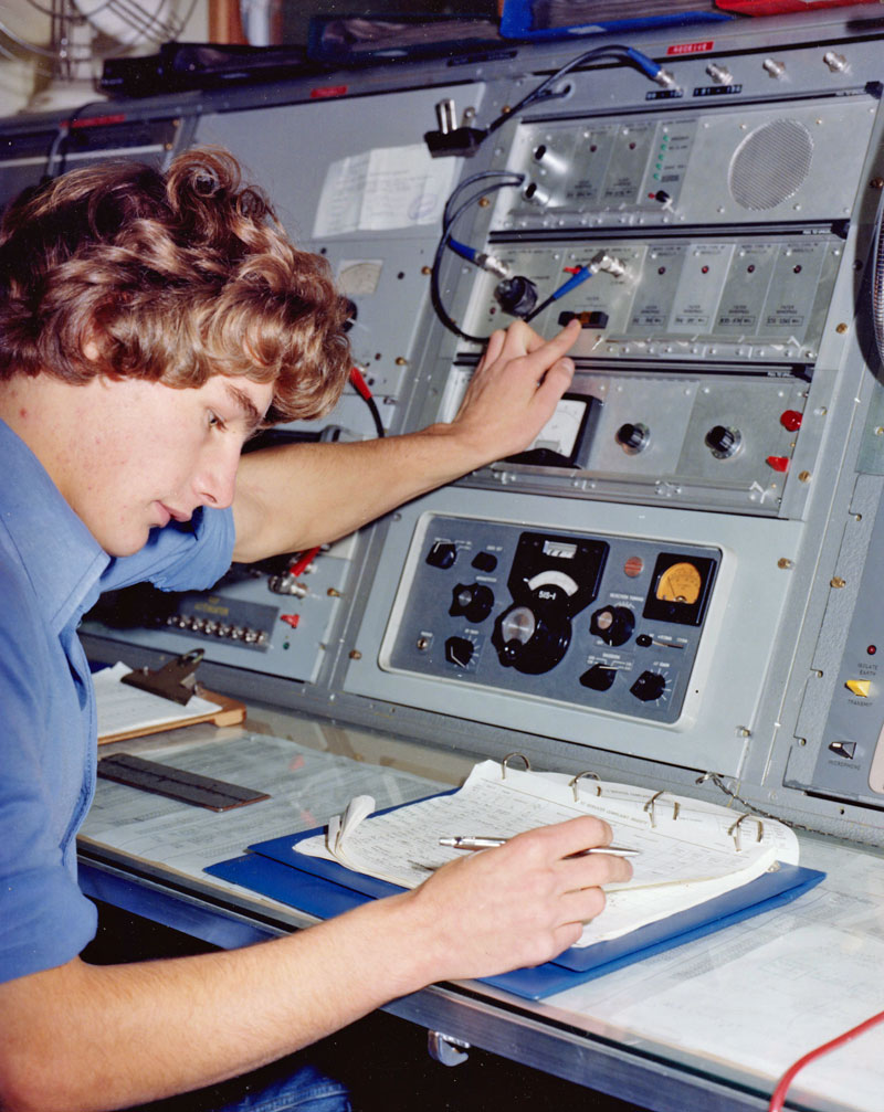 Derek Twort operating the 'monster' at the Wellington Radio Depot in Constable St, Newtown, possibly 1982/83