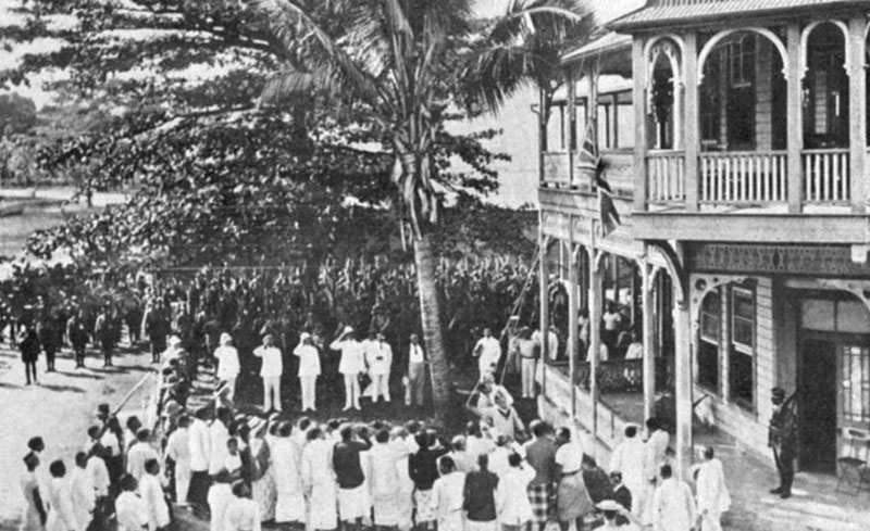 Raising the British flag in Apia, 1914