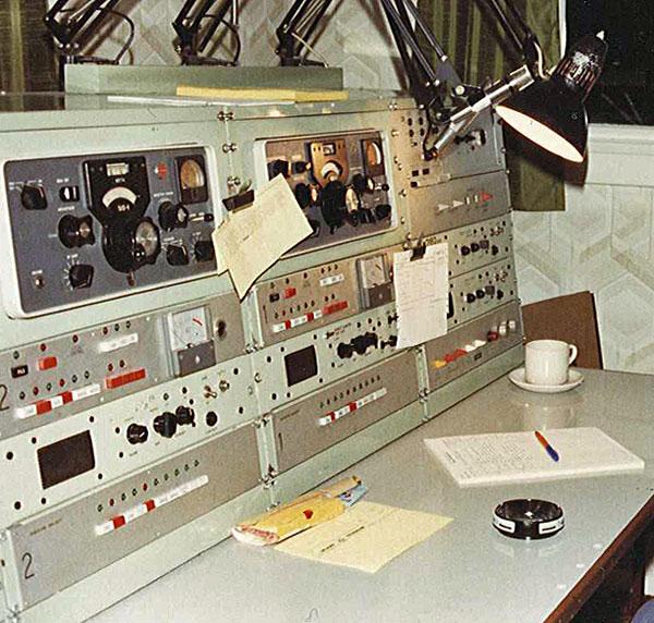 2182 kc/s desk at Awarua Radio ZLB