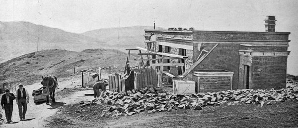 Nearing completion: erecting the buildings for the Dominion's chief wireless telegraphy station on the top of the Tinakori Hills, Wellington