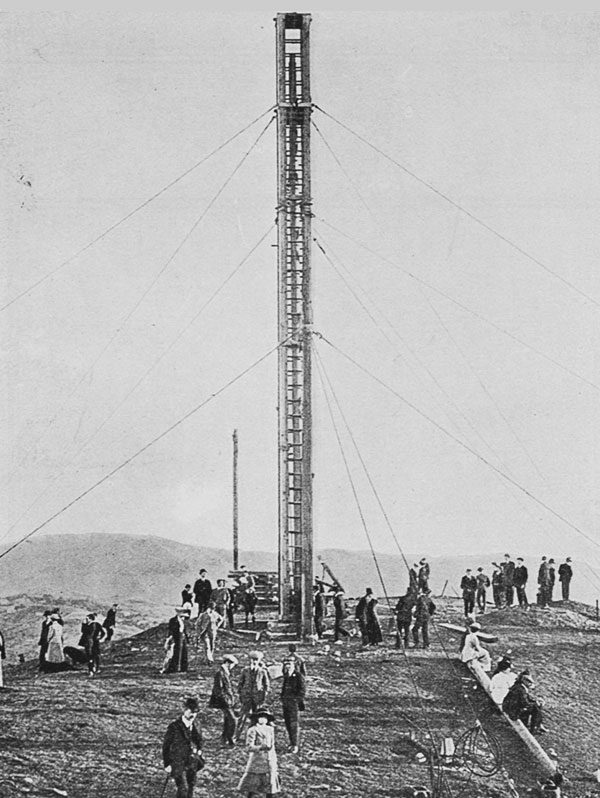 New Zealand's principal wireless station: erecting the mast at the new station on the Tinakori Hills Wellington