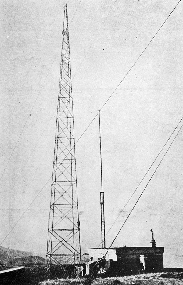 Improvements to the Tinakori wireless station, Wellington: building the new umbrella aerial, which has replaced the familiar twin poles