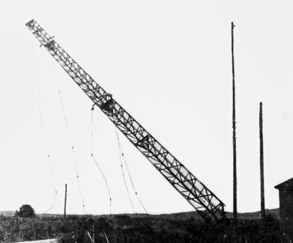 Awarua Radio tower demolished in 1938