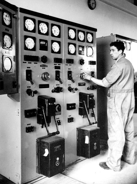 Bill Murray (Mechanic) at the Himatangi Radio emergency power controls