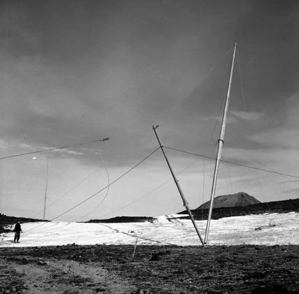 Raising a radio mast at Scott Base, 1957-1959