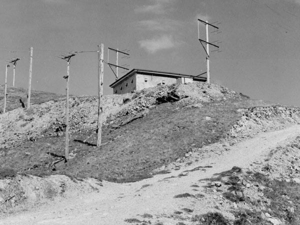 Colonial Knob repeater and land mobile station
