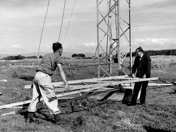 Erecting a tower at Himatangi