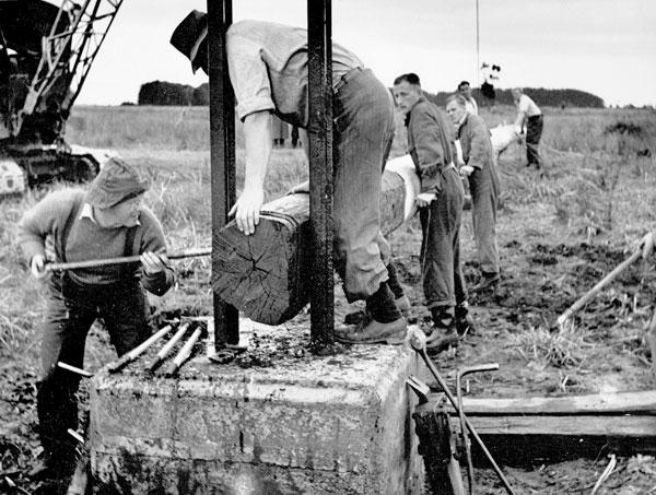 Preparing a 70ft pole for erection at Himatangi