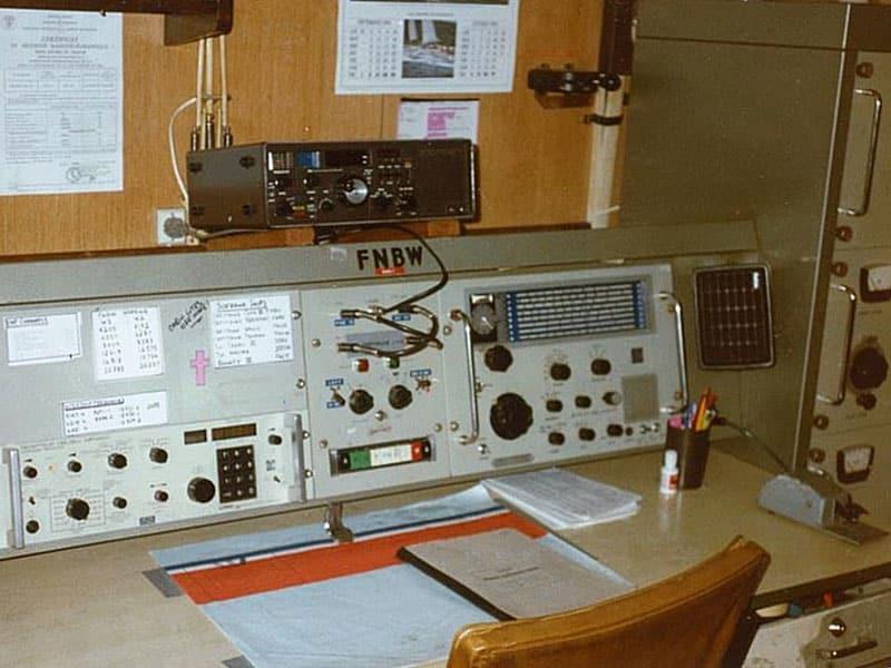 Capitaine Cook III FNBW radio room